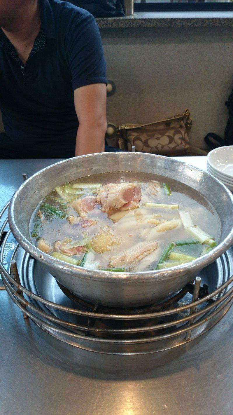 参鶏湯.jpgのサムネール画像
