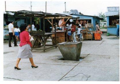 ラゴ・アグリオの町の中の市場.jpg