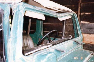 事故車のフロントガラス.jpg
