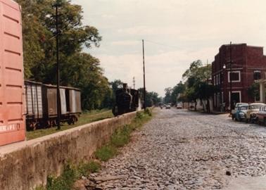 アスンシオンの郊外を走る蒸気機関車.jpg