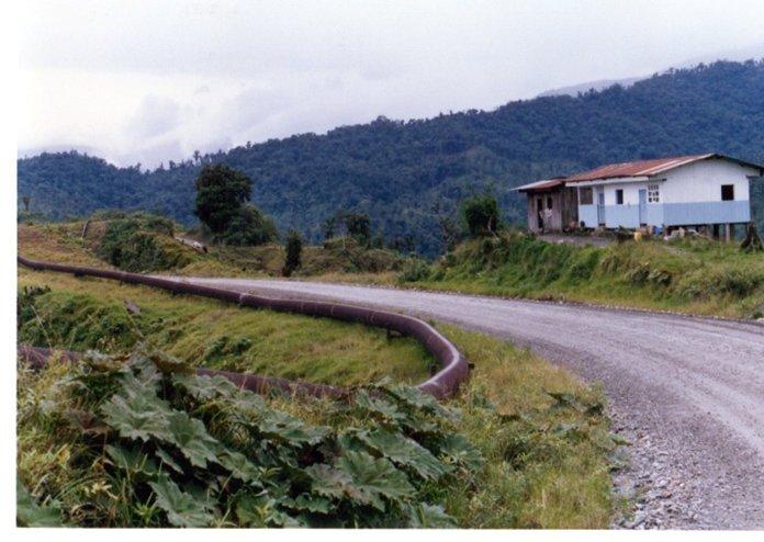アンデス山脈を下ってなだらかになり始めるあたり.jpg