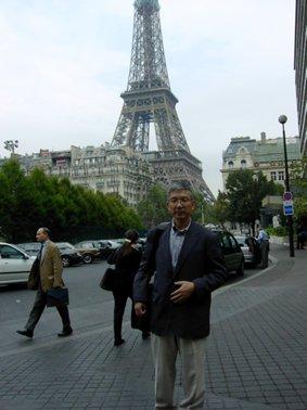 エッフェル塔の近くで(2002年10月).jpg
