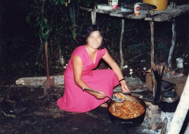 キャンプでの炊事おばさん.jpg
