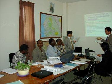 セネガル森林局での最初の会議。調査の全体計画を説明.jpg