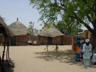 バンガレール村の村内.jpg