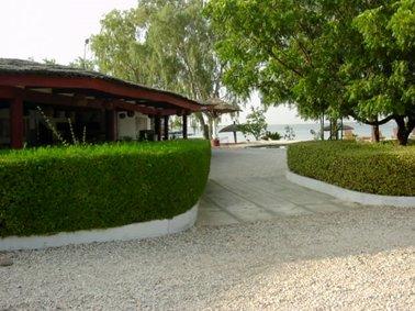 左は野外の休憩所.jpg