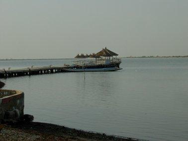 桟橋があり,ここからデルタ内の村に向かった.jpg