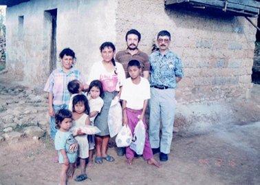 訪ねた家族とホンジュラス.jpg
