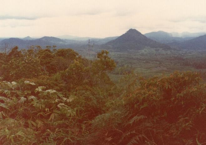 007チュルミン山からサム山とスカラジャ方面を望む.jpg